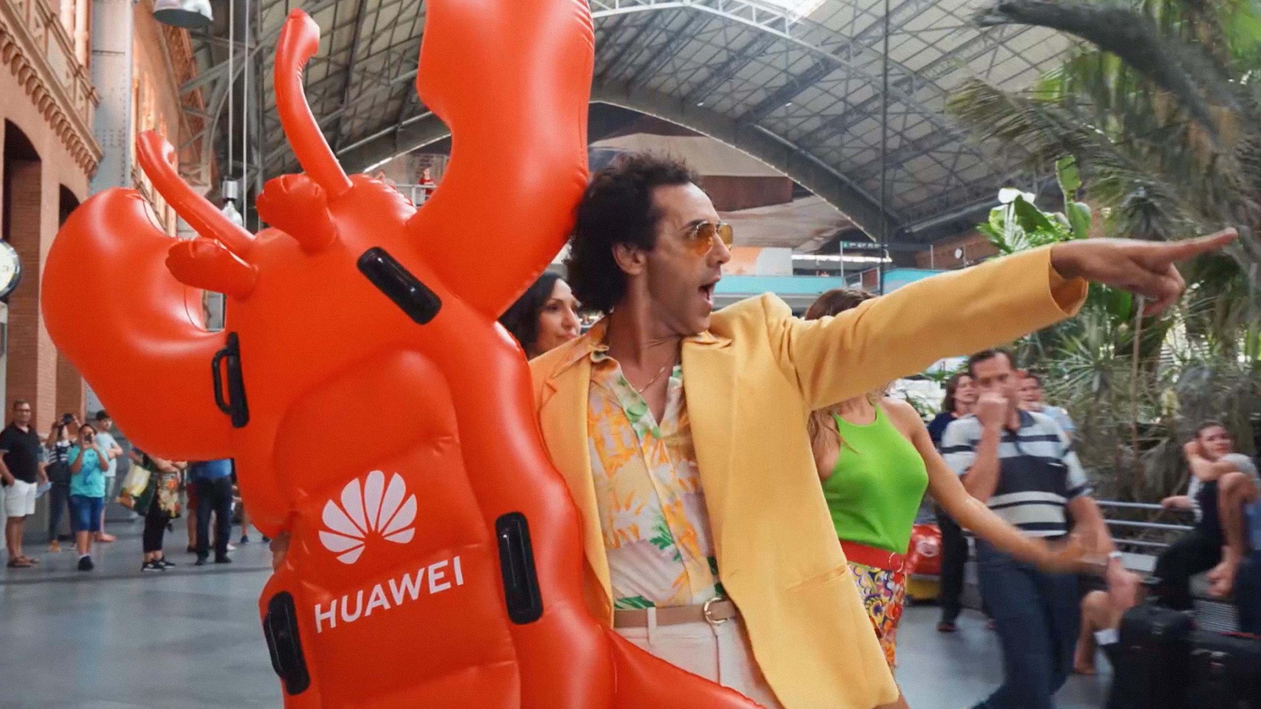 Huawei sorprende a los viajeros de Atocha con un flashmob